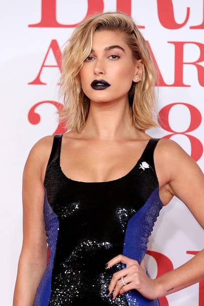 When Hayley Beiber (mere Baldwin back then) wore a navy lip to the BRITs that had us shook.