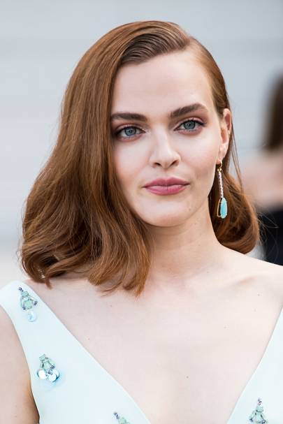 Madeline Brewer's side-swept mane and minimal blush makeup had us swooning at the CDFA Awards. Her copper hair is bound to inspire many transformations in 2019.