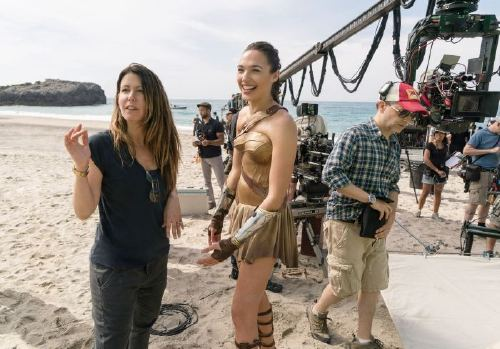 WONDER WOMAN, director Patty Jenkins, Gal Gadot on set, 2017. ph: Clay Enos/Warner Bros./courtesy Everett Collection