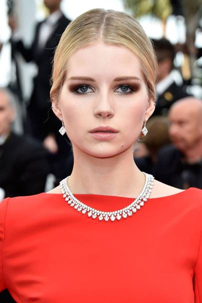 Lottie Moss looked absolutely amazing at the 2016 Cannes Film Festival. She gave the classic smoky eye an edge with this subtle hint of silver.
