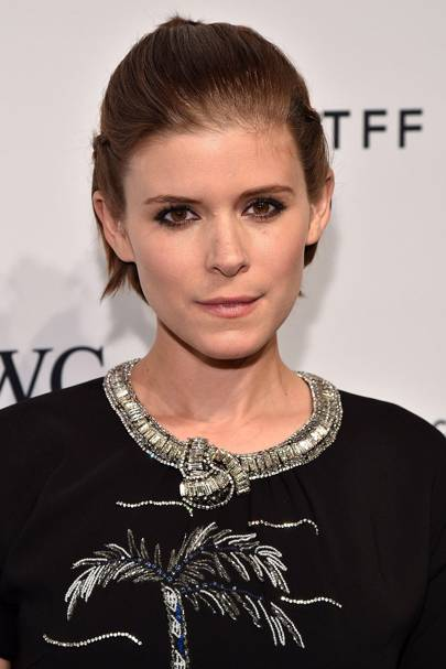Kate Mara shows us a smoky eye can be super wearable. We love her glittery bronze look, which is super cute alongside that grown-out pixie cut.
