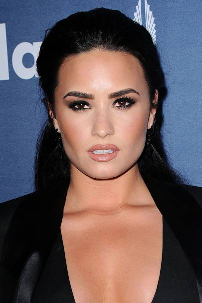 Demi Lovato looked like a total Goddess at a red carpet event recently. Just check out those stunning smoky eyes and nude/brown pout...