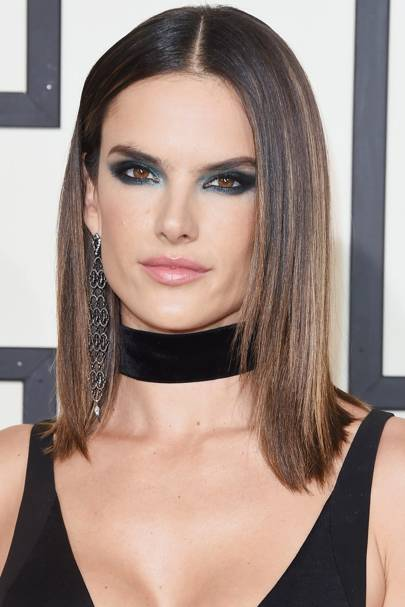 Another star to rock a blue smoky eye, Alessandra Ambrosio looked sultry and sassy at the 2016 GRAMMY awards.