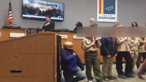 Cub Scout sparks controversy, takes a knee during Pledge, of Allegiance at city council meeting
