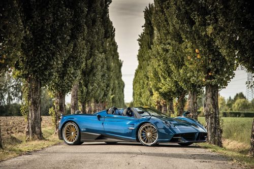 The Huayra Roadster prototype is powered by a 12-cylinder Mercedes-AMG twin turbo engine.