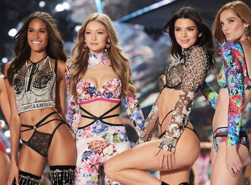 Cindy Bruna, Gigi Hadid, Kendall Jenner, and Alexina Graham