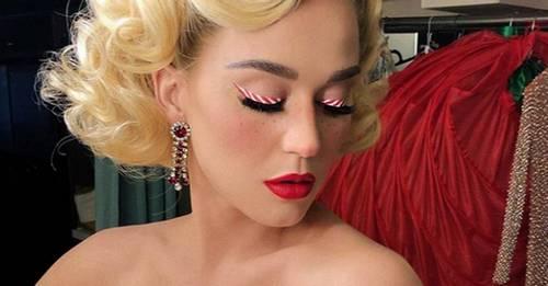 Katy Perry Christmas tree hair immediately