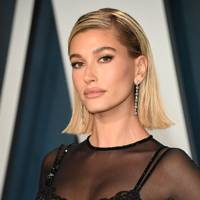 Hailey Bieber's makeup artist exclusively reveals how she created this romantic Oscars party makeup look