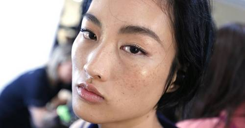 Your step-by-step guide to shaping your eyebrows at home