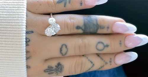 The super emotional meaning behind Ariana Grande's pearl engagement ring