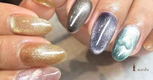 Velvet nails, perfect manicure for the festive season